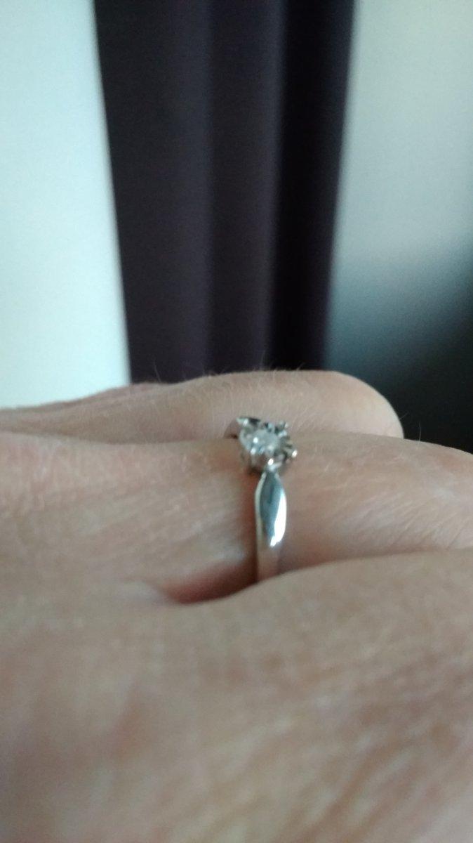 Кольцо с ма-а-аленьким, но брильянтом!