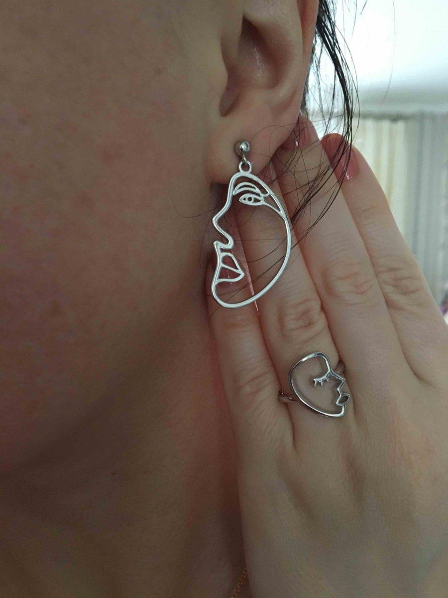 Кольцо, которое притягивает взгляд:)