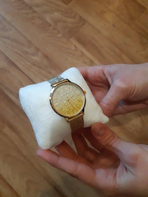 Часы абсолютно красиво