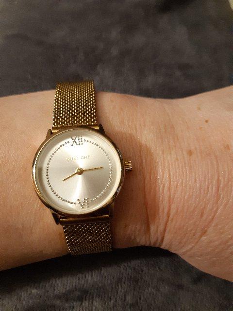 Часы жёлтого металла