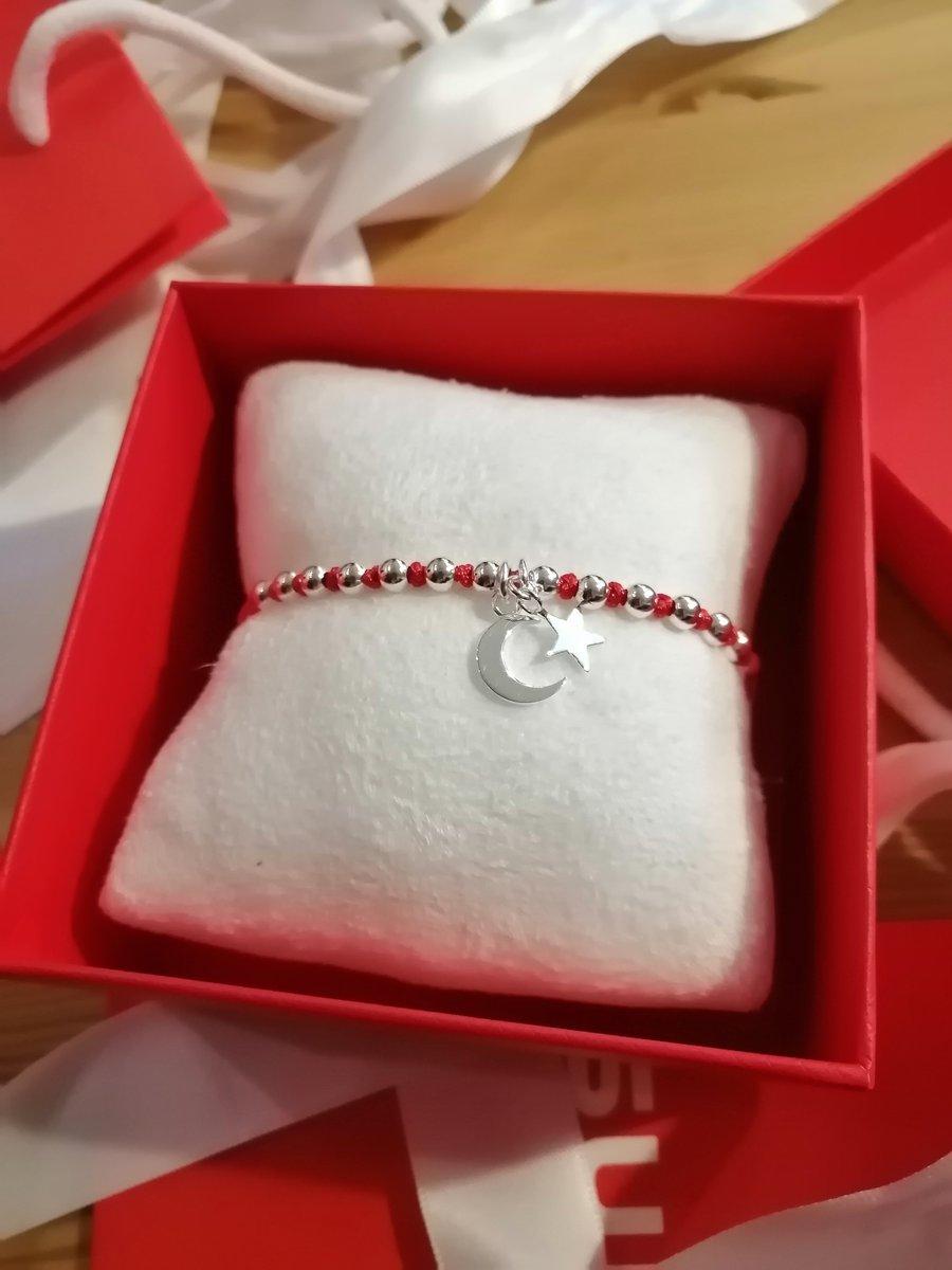 Красивый и качественный браслет, упаковка также заслуживает внимания, супер