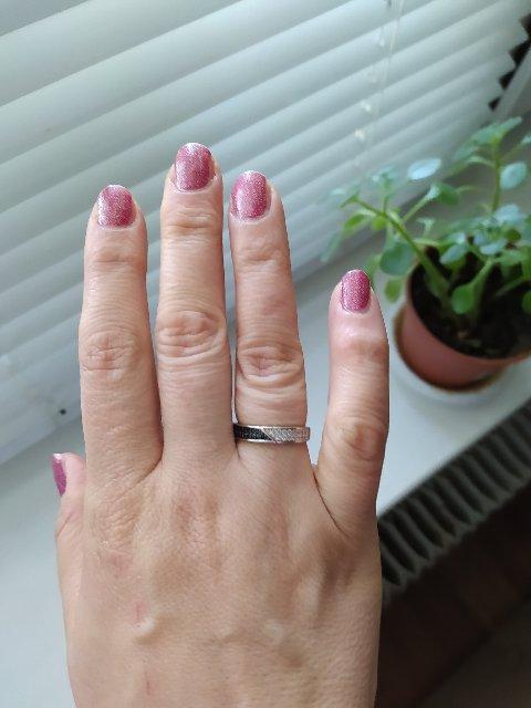 Кольцо с черными фианита и.