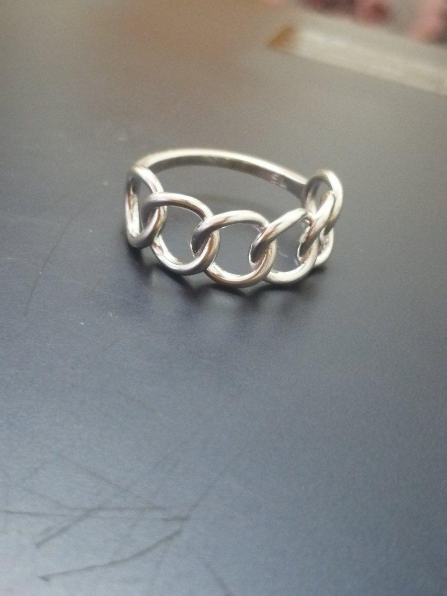Прекрасное женственное кольцо