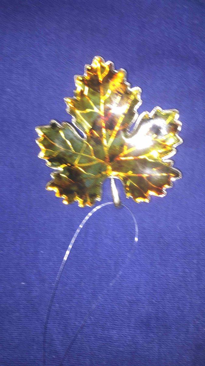 Брошь клненовый янтарный листок