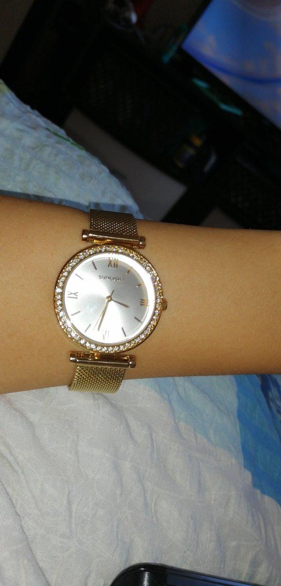 Очень красивые часы, в реальности выглядят круче, довольна покупкой.