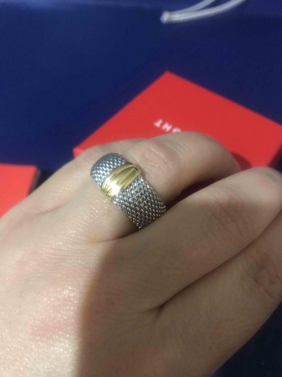 Очень красивое, удобное кольцо, достаточно массивное!