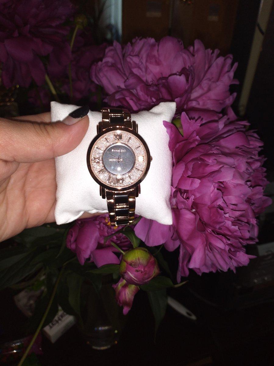 Купила себе в санлайне часы, сначала смотрела в каталоге, потом открыли ма.