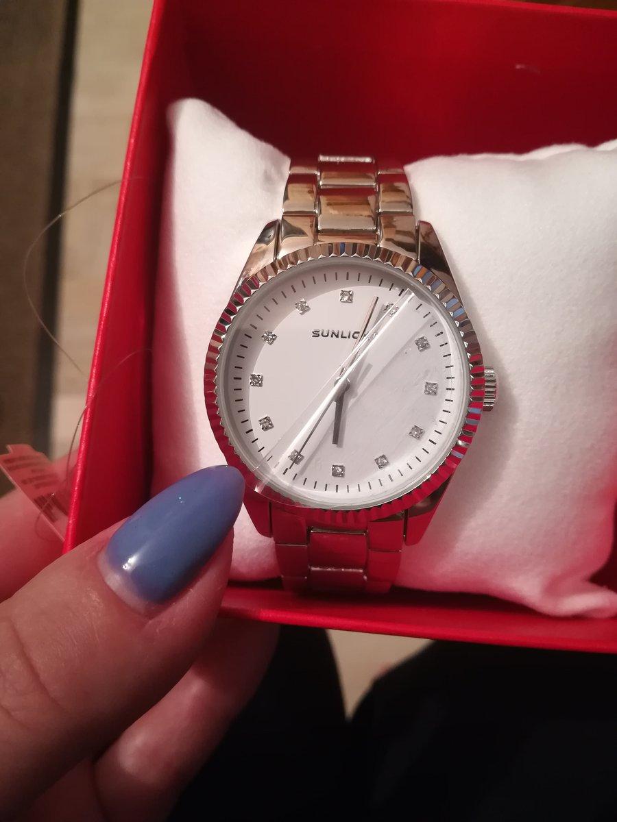 Красивые, стильные часы.