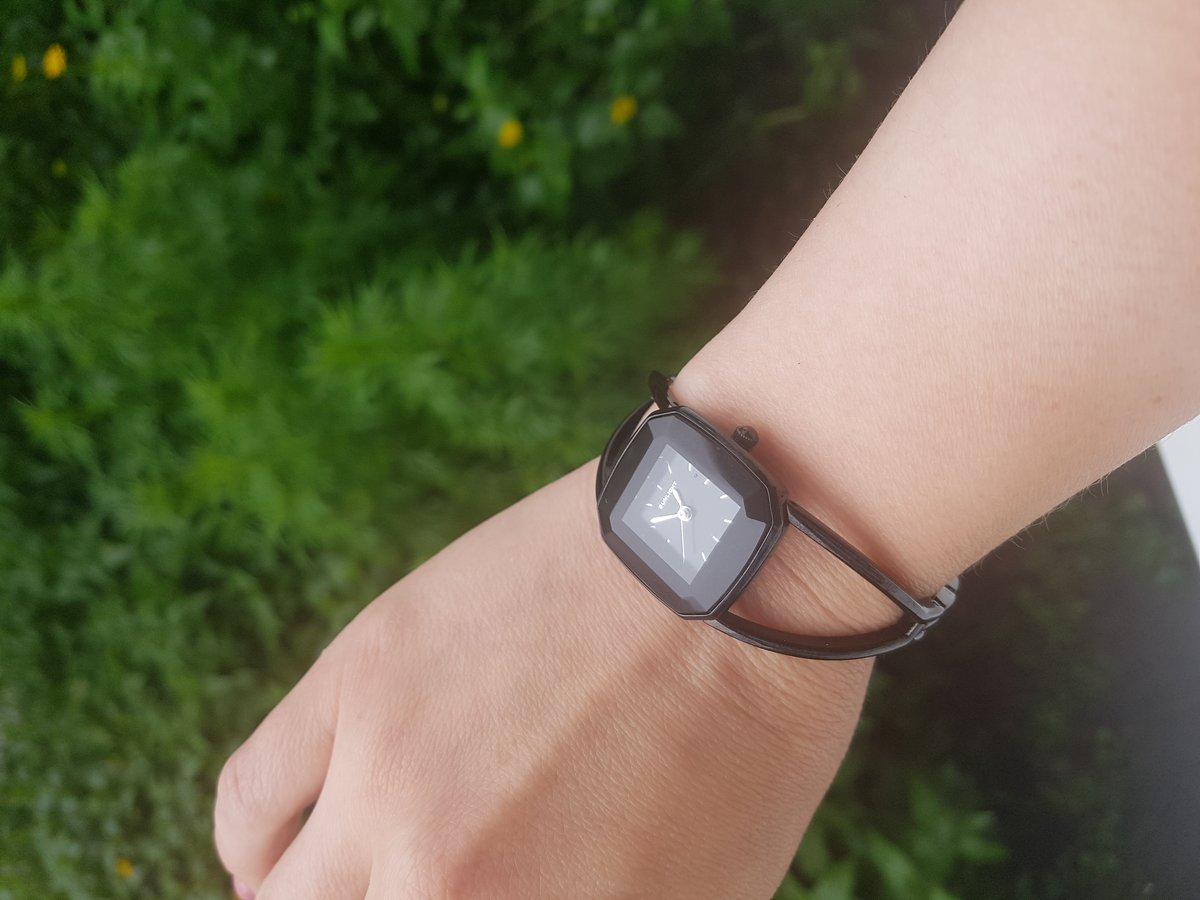 Очень стильные и модные часы