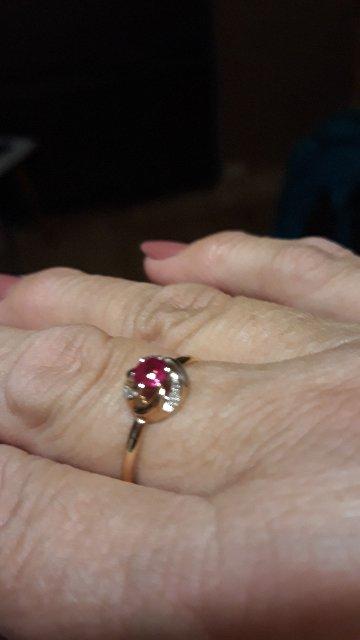 Золотое кольцо и серьги с рубином
