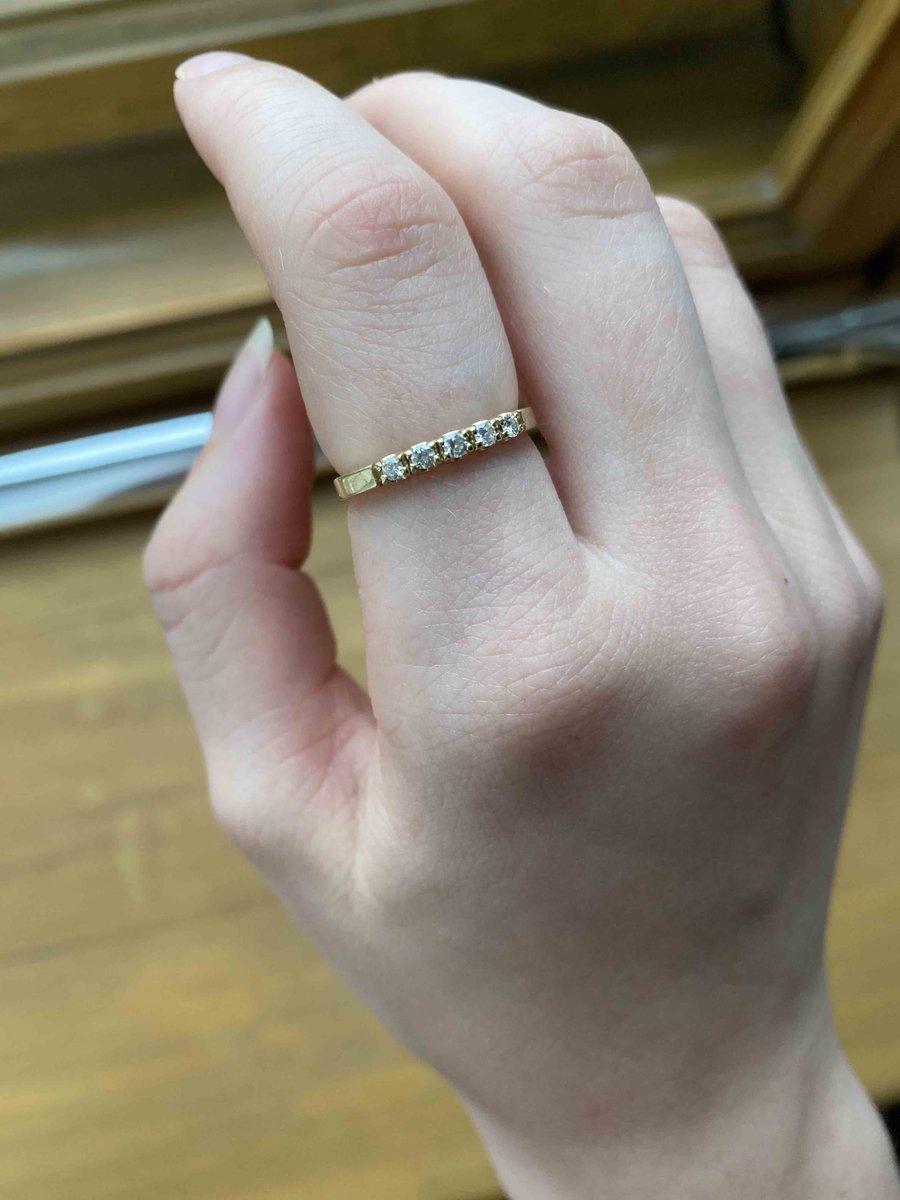 Красивое и аккуратное золотое кольцо с бриллиантиками