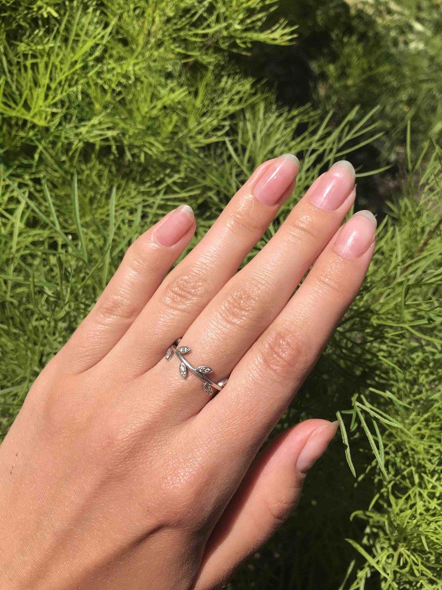 Очень нежное и кольцо в форме веточки из серебра со вставками фианита!!!!!!