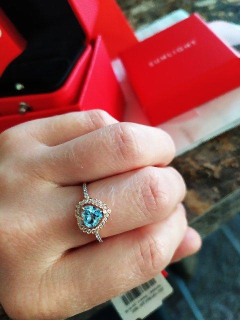 Золотое кольцо с топазом.