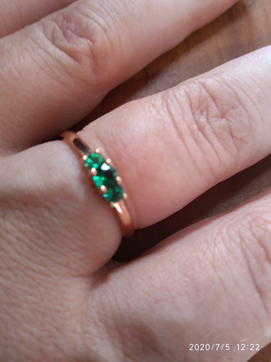 Кольцо получила в подарок от мужа на день рождения.
