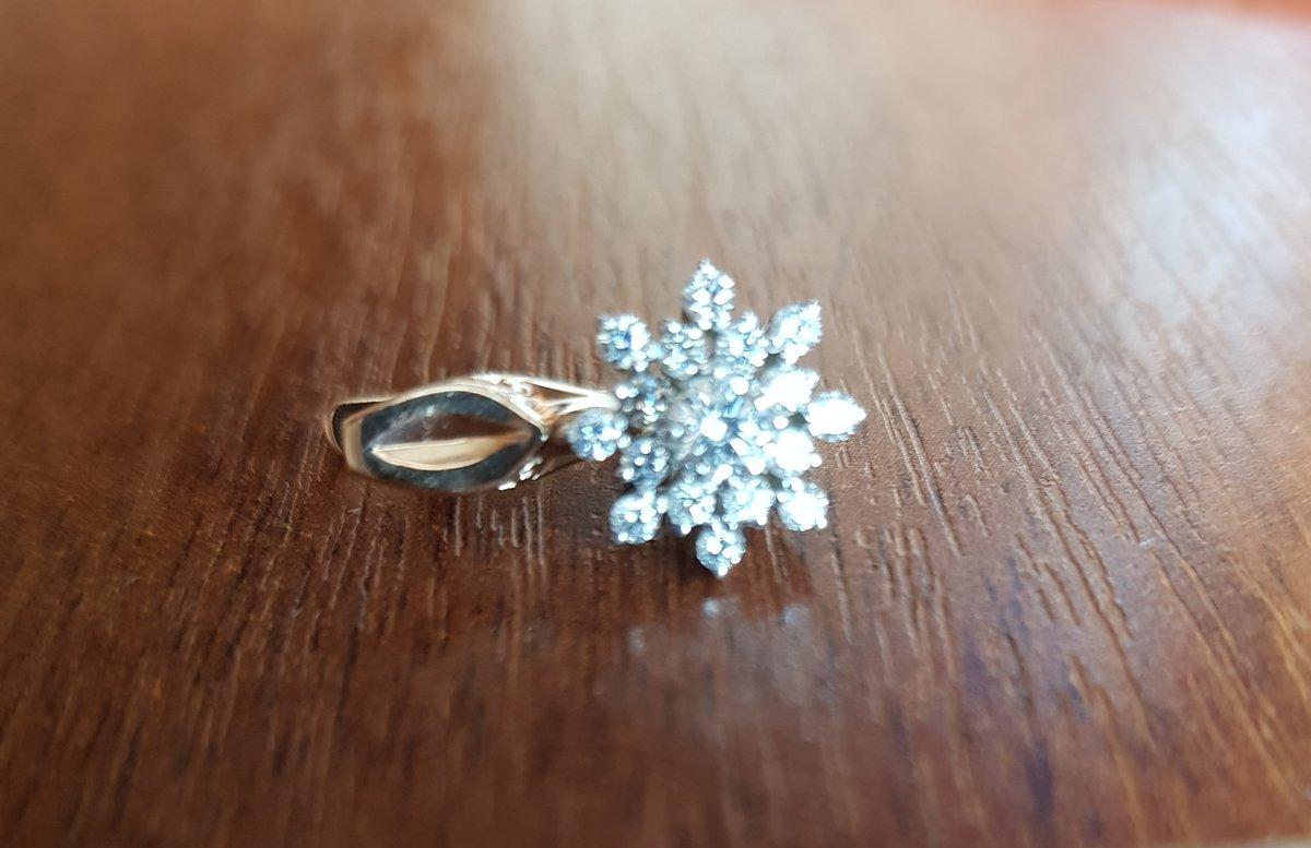 Бриллиантовые сверкающие снежинки