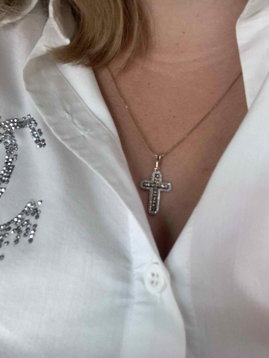 Крестик с коньячными бриллиантами
