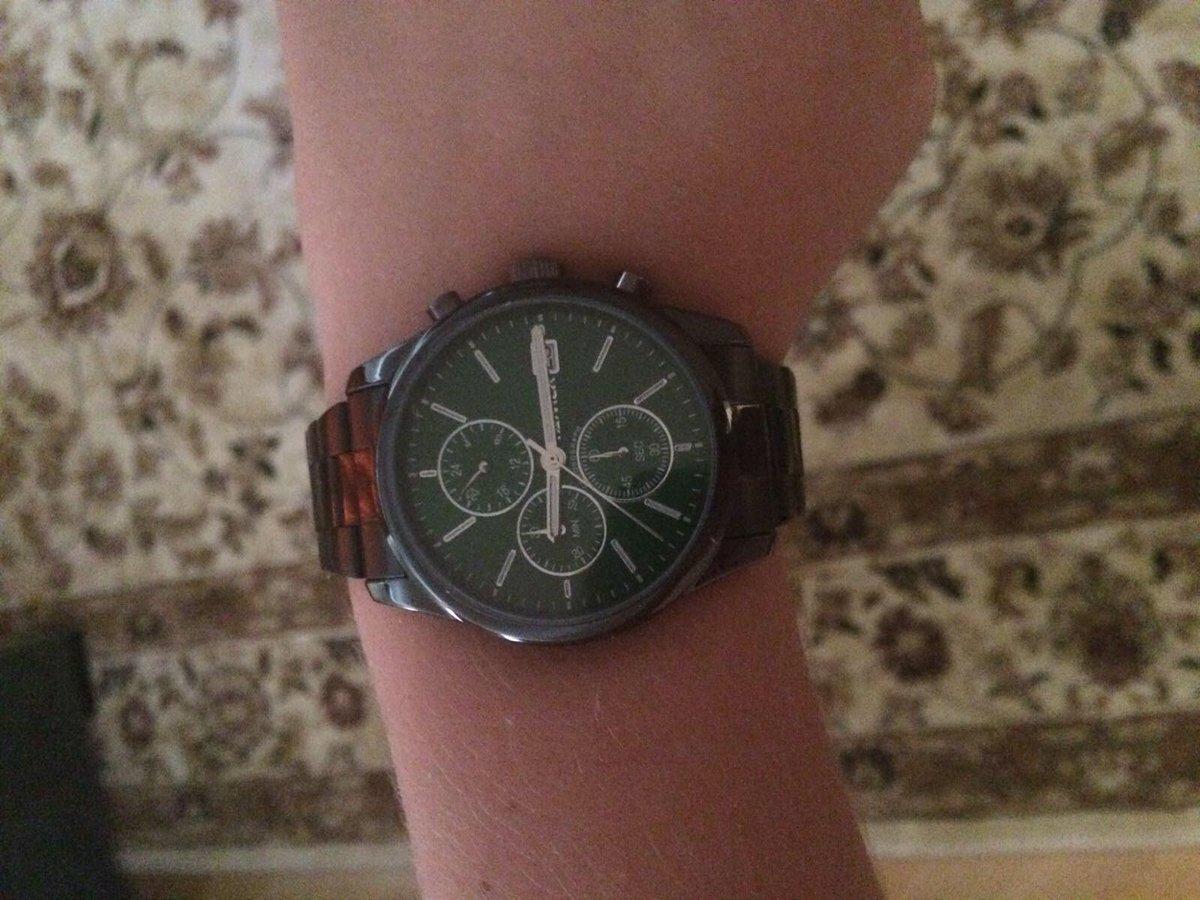 Заказывала часы на подарок.