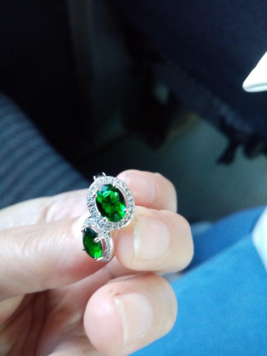 Серебряные серьги с зелёным алпанитом