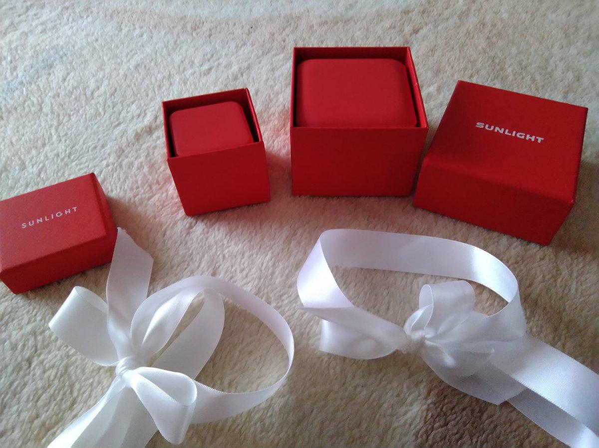 Комплект, золотые серьги и кольцо, с сапфиром и бриллиантами.
