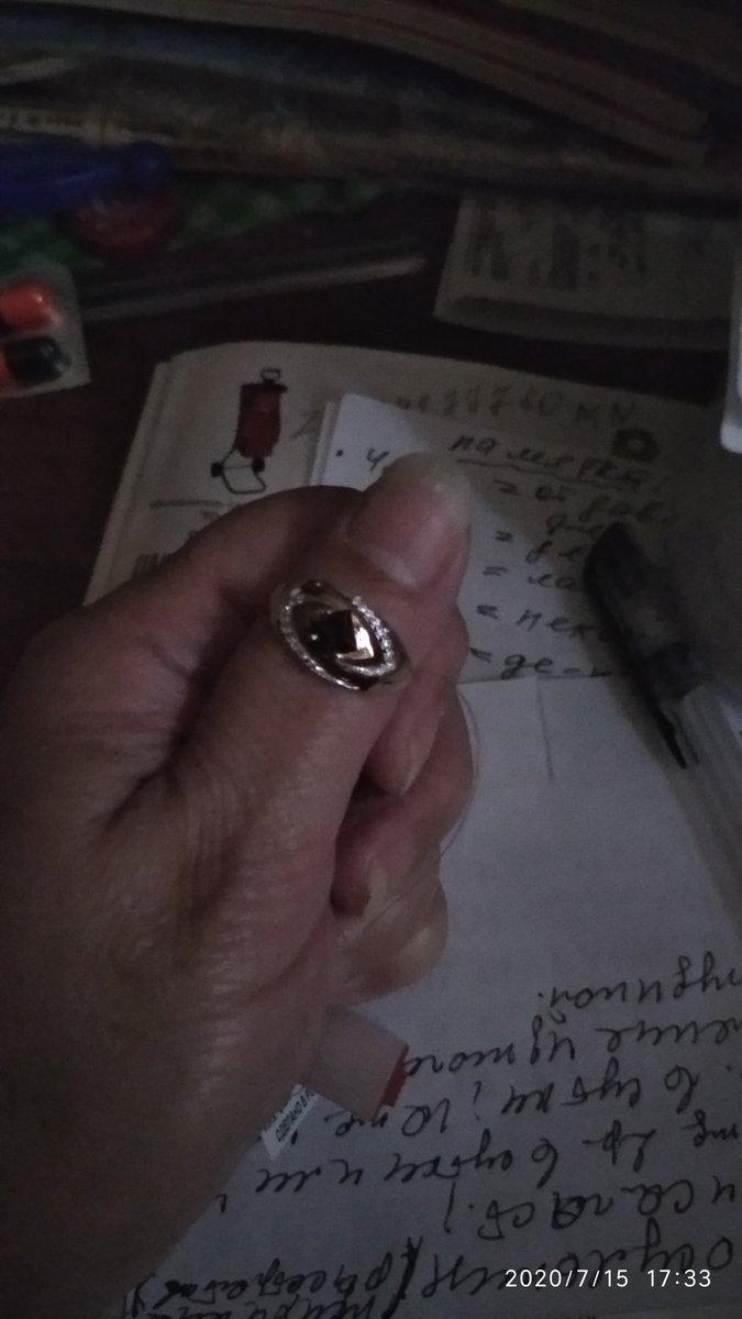 Кольцо с фианитами и с  большим коричневым камешком