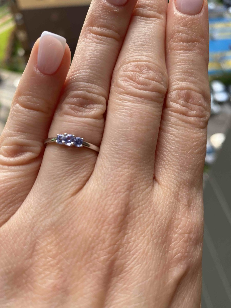 Прекрасное кольцо с танзанитиками