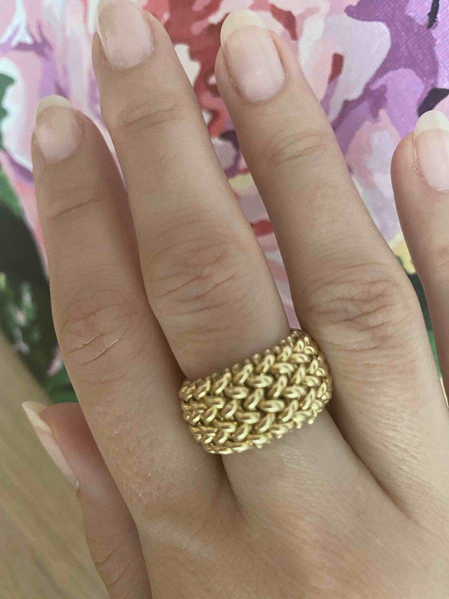 Великолепное современное, актуальное кольцо.