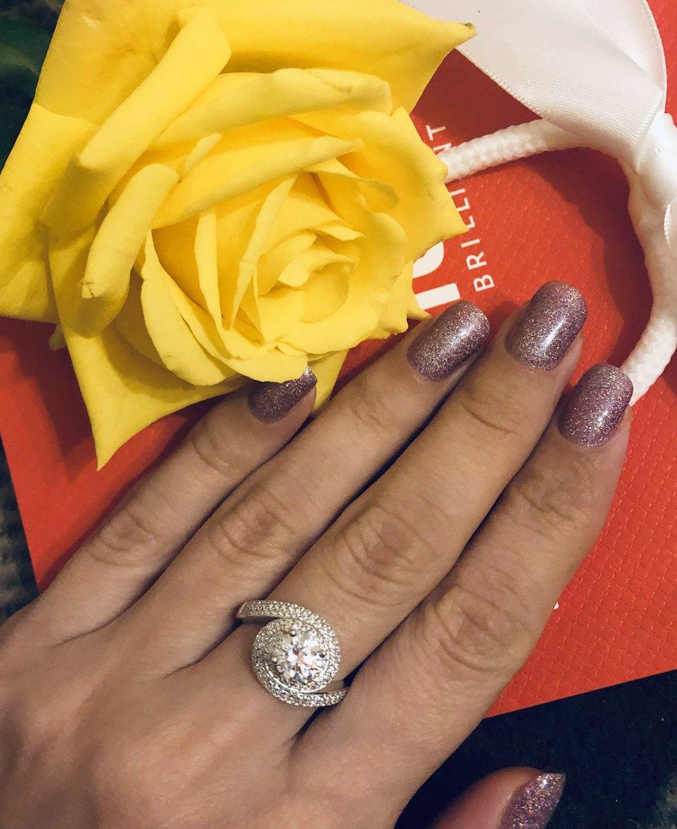 Элегантное кольцо для вечернего комплекта из серебра с фианитами