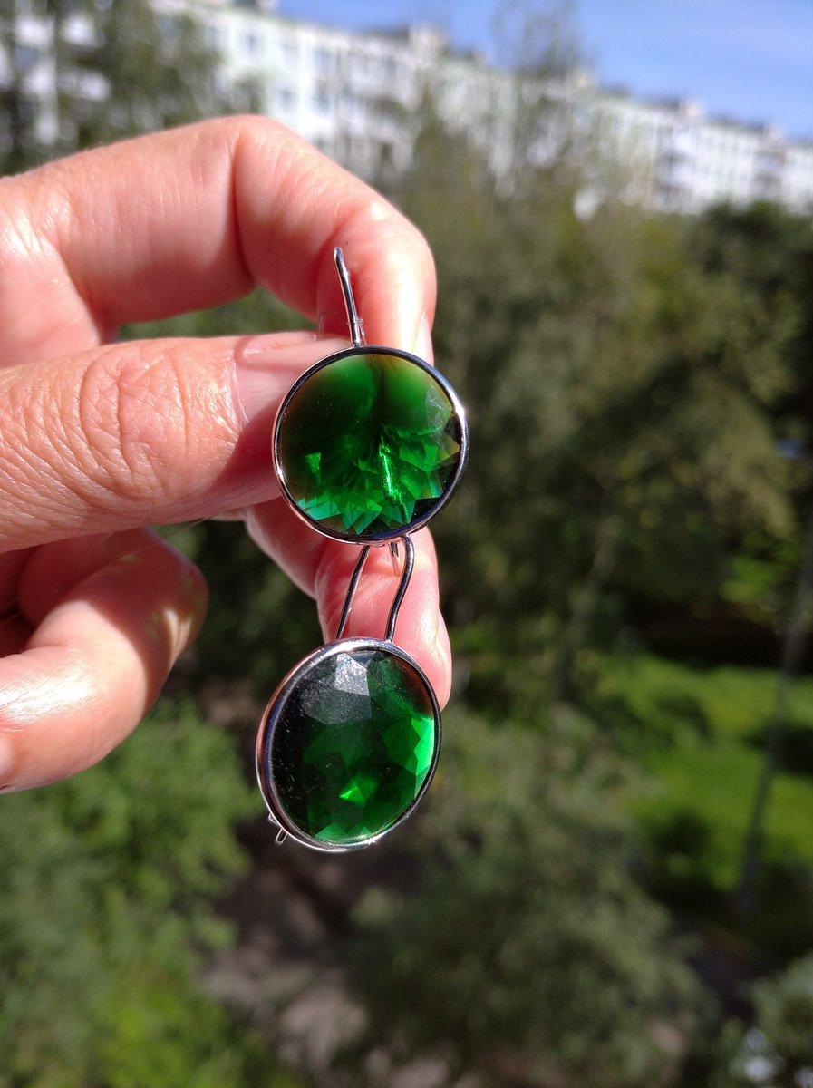 Серебряные серьги с зелёным алпанитом)