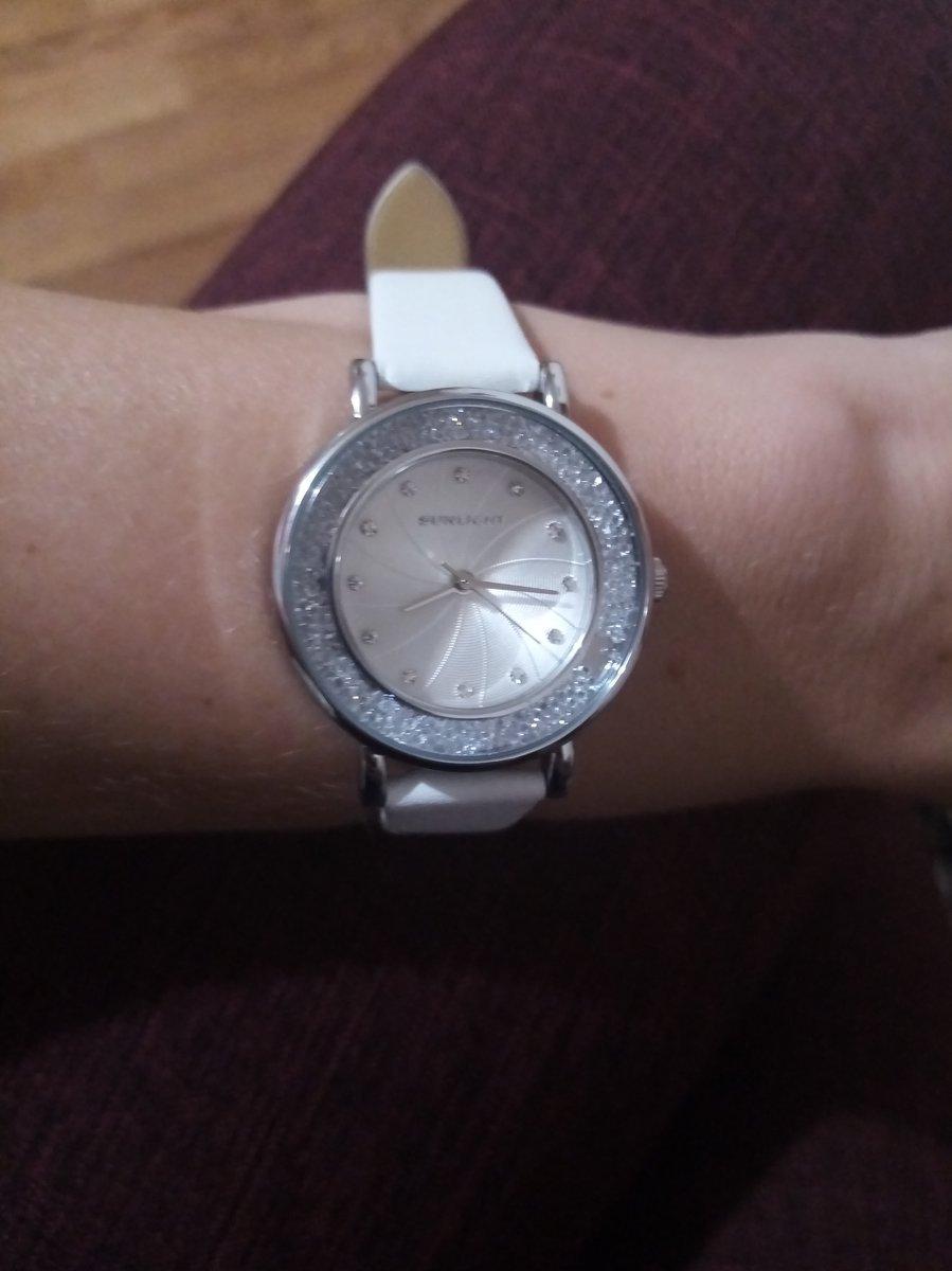 Белые часы давно хотела