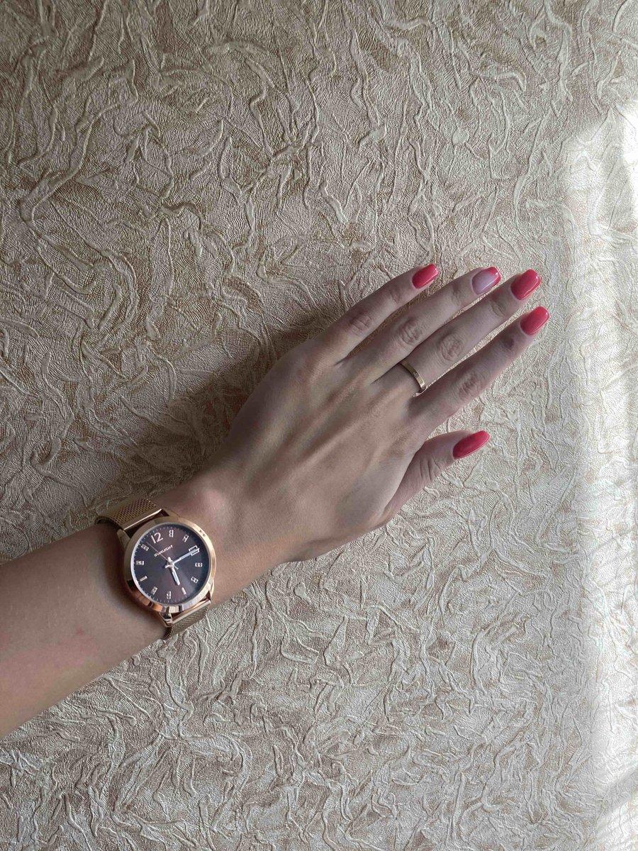 Очень красивые часы,нежные,аккуратные.