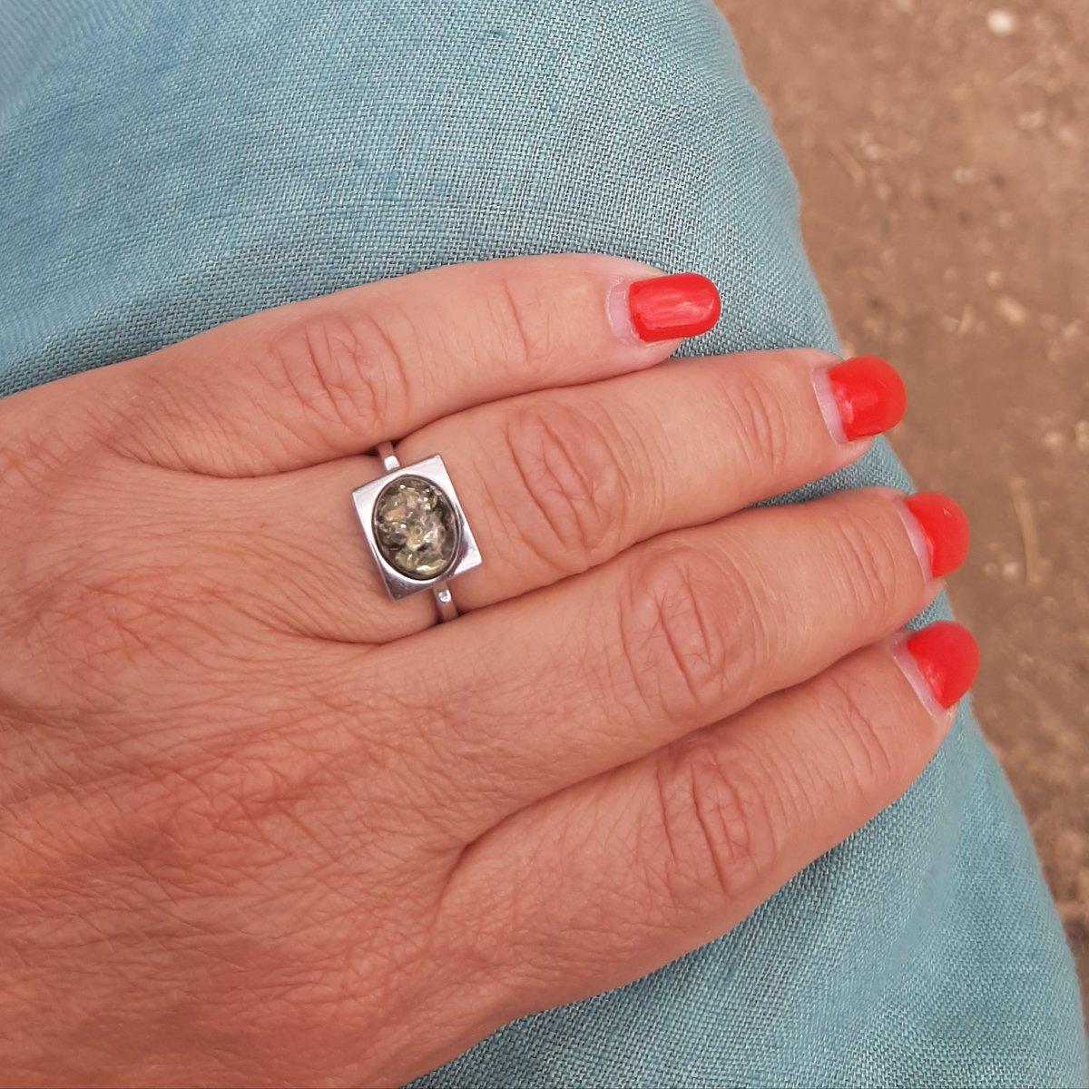Чудесный комплект с зеленым янтарем - Серьги, кольцо и подвеска👌