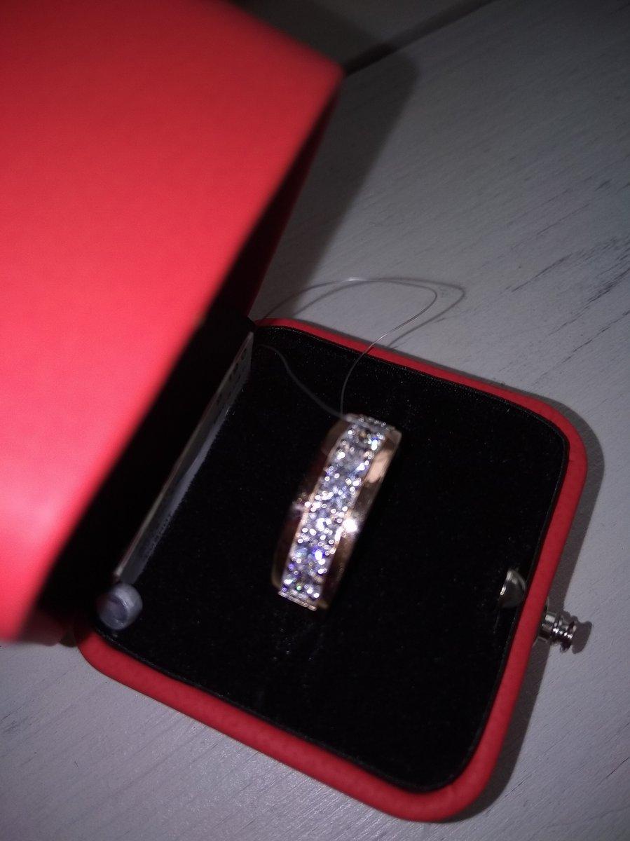 Прекрасное кольцо помогли выбрать продавцы очень вежливые