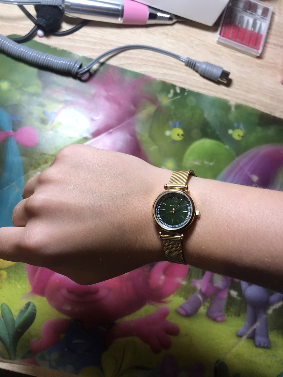Часы наручные с зелёным циферблатом