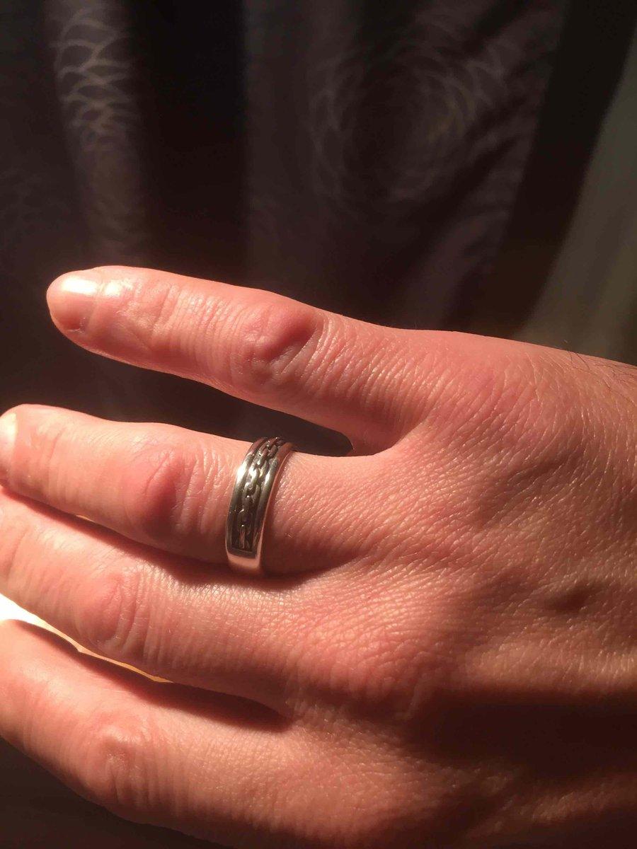 Кольцо серебренное отСоколов, понравилось, на пальчике смотрица превосходно