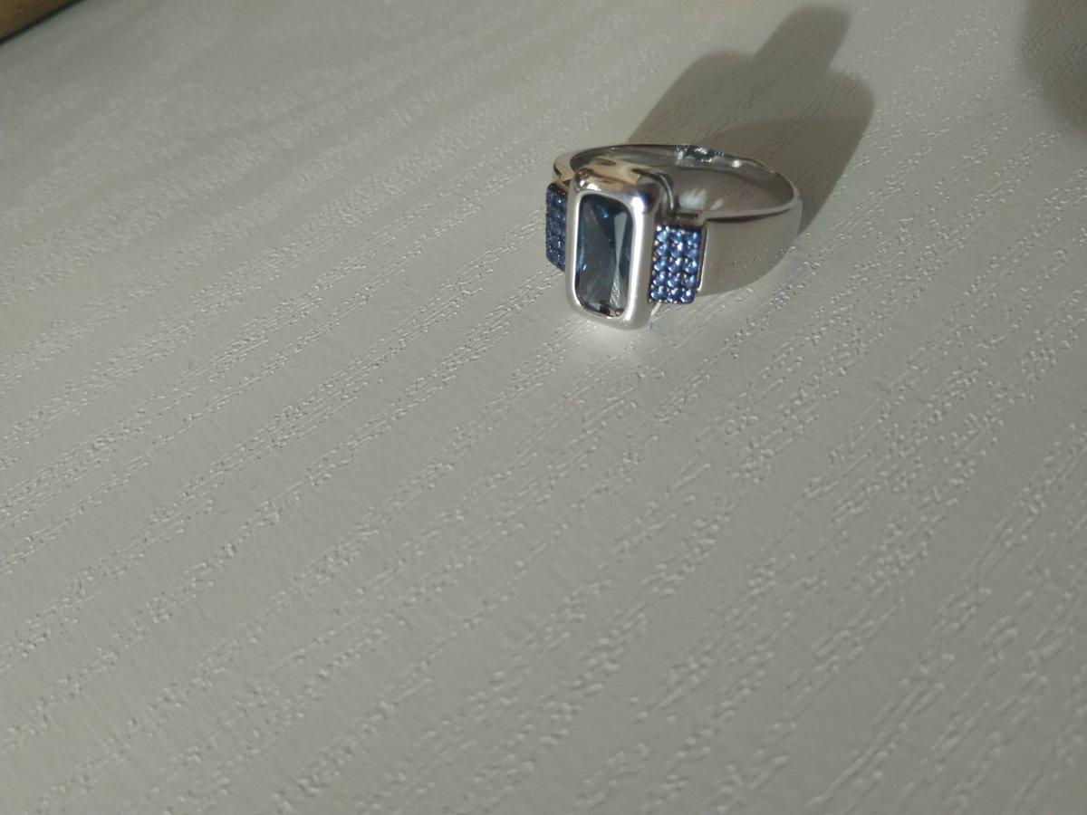 Заказала кольцо , заказ доставили быстро.