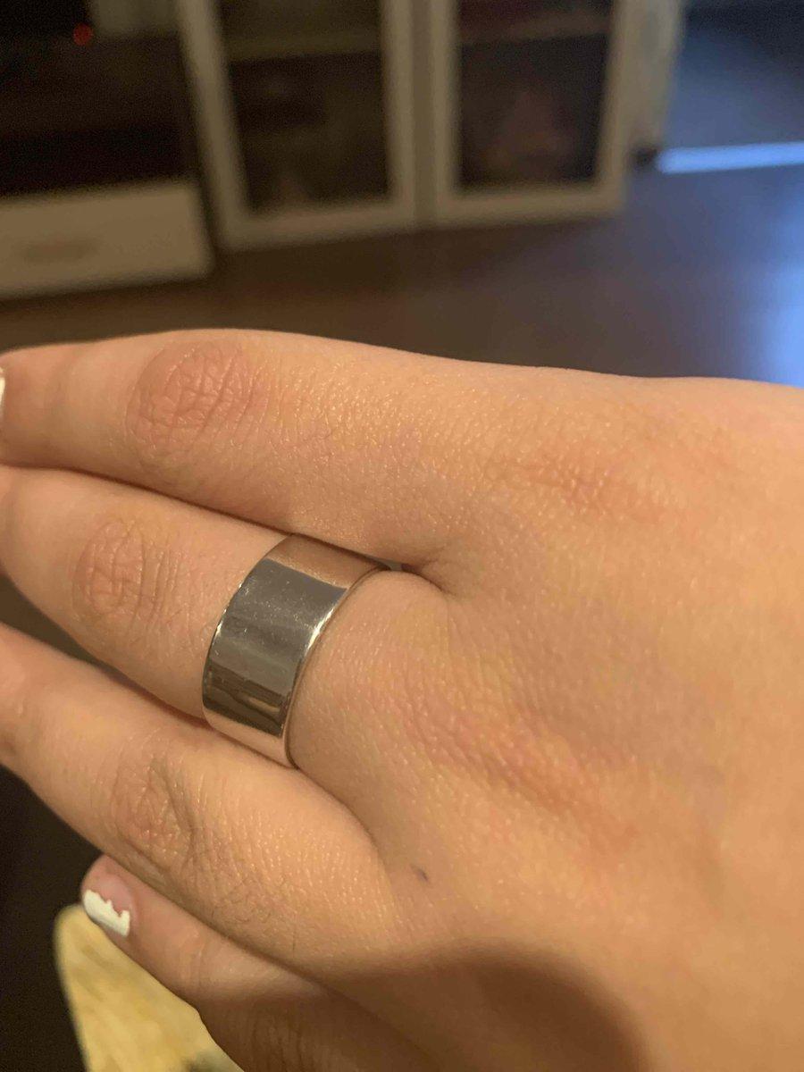 Очень красивое и удобное кольцо! покупала доя своей дочери, носит не снимая
