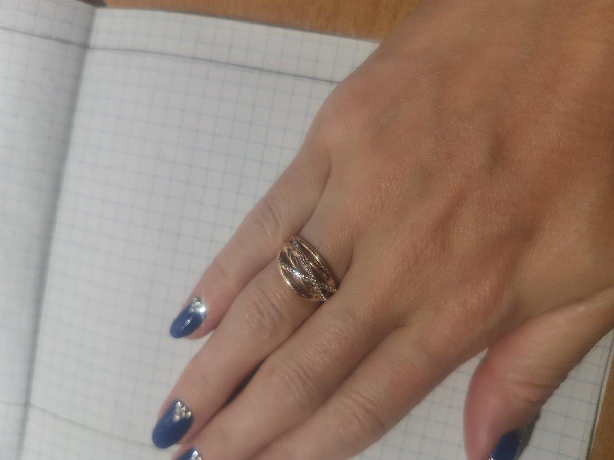 Красивое кольцо с фианитами