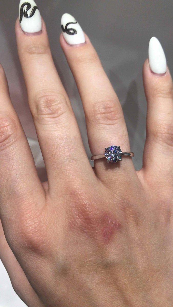 Отличное кольцо с фианитом!