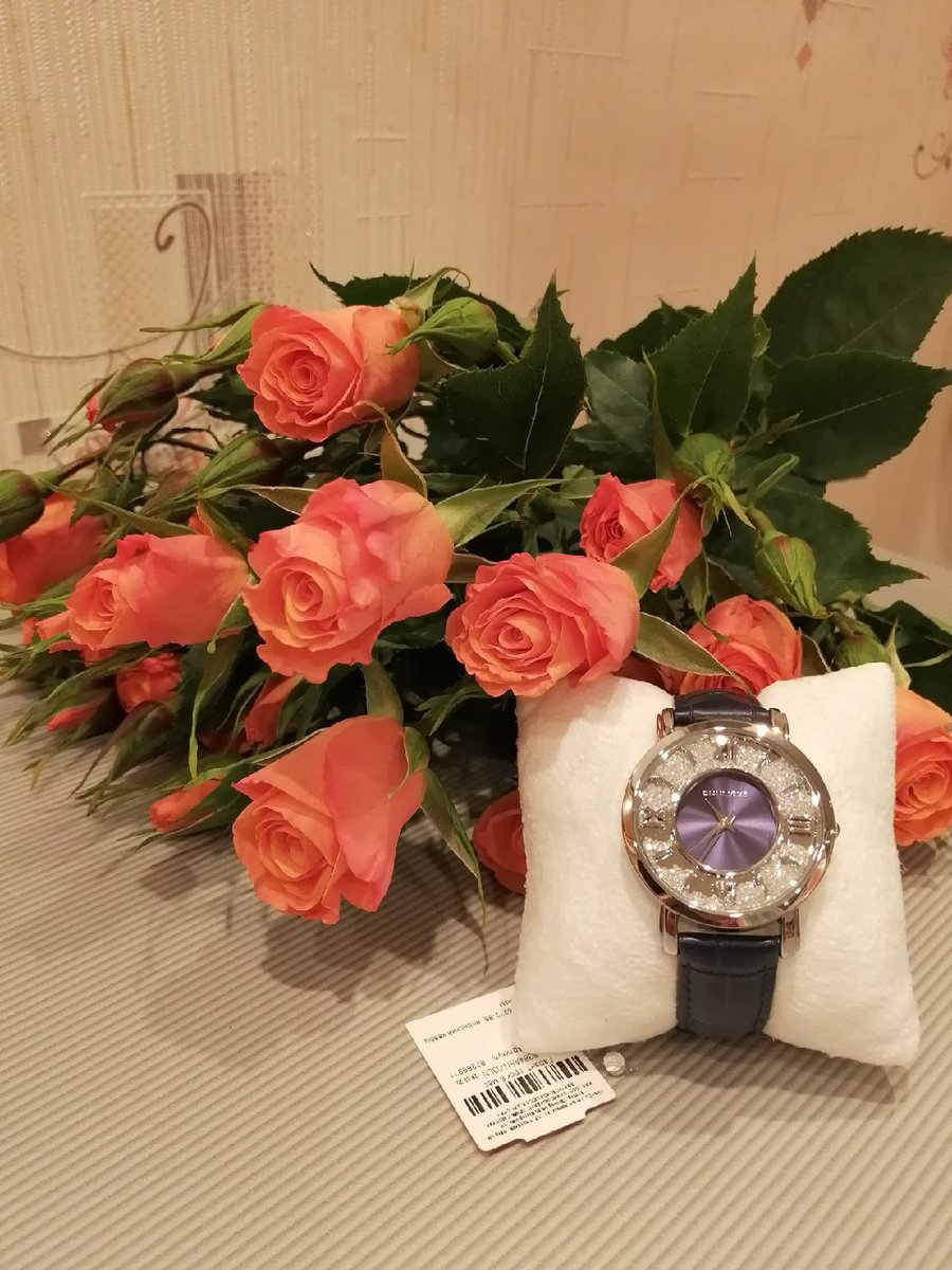 Стильные часы - отличный подарок!