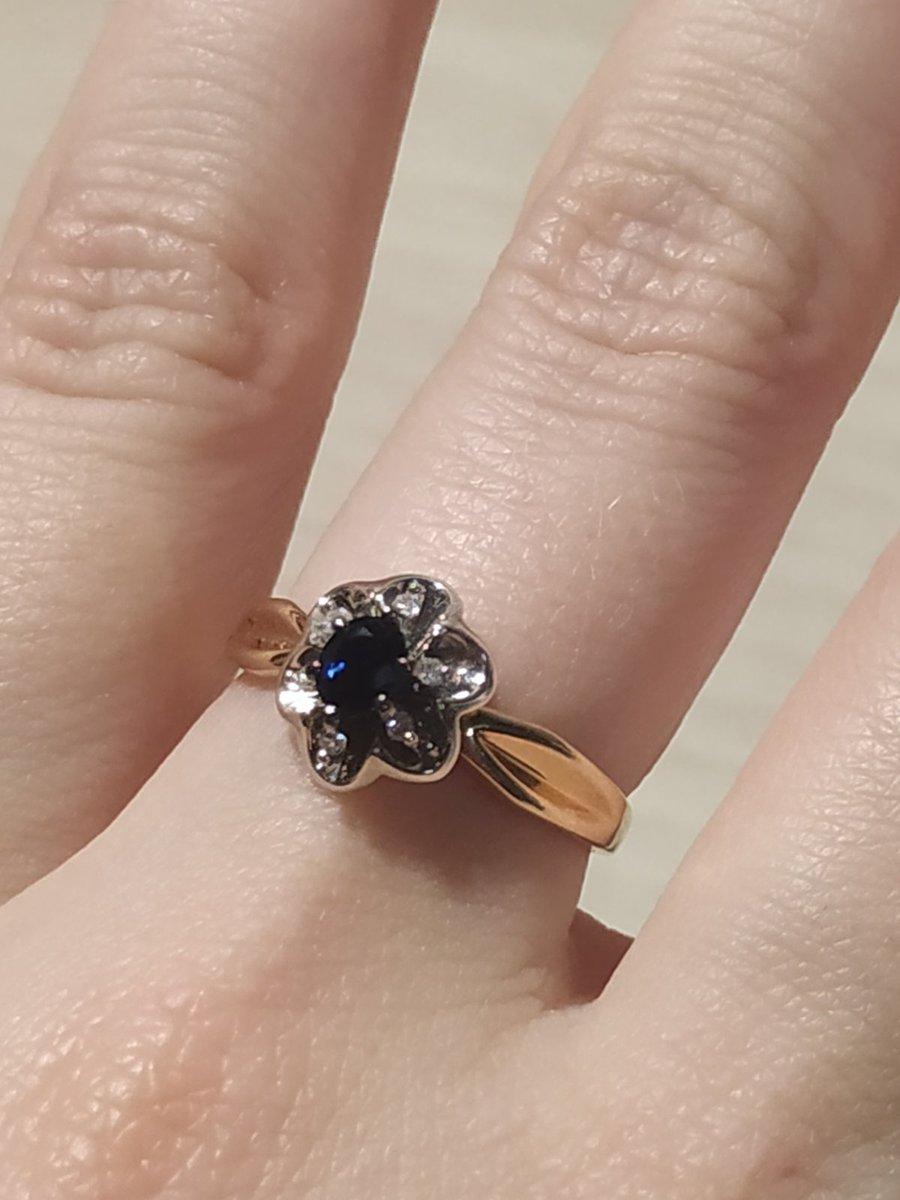 Кольцо с сапфиром в подарок.