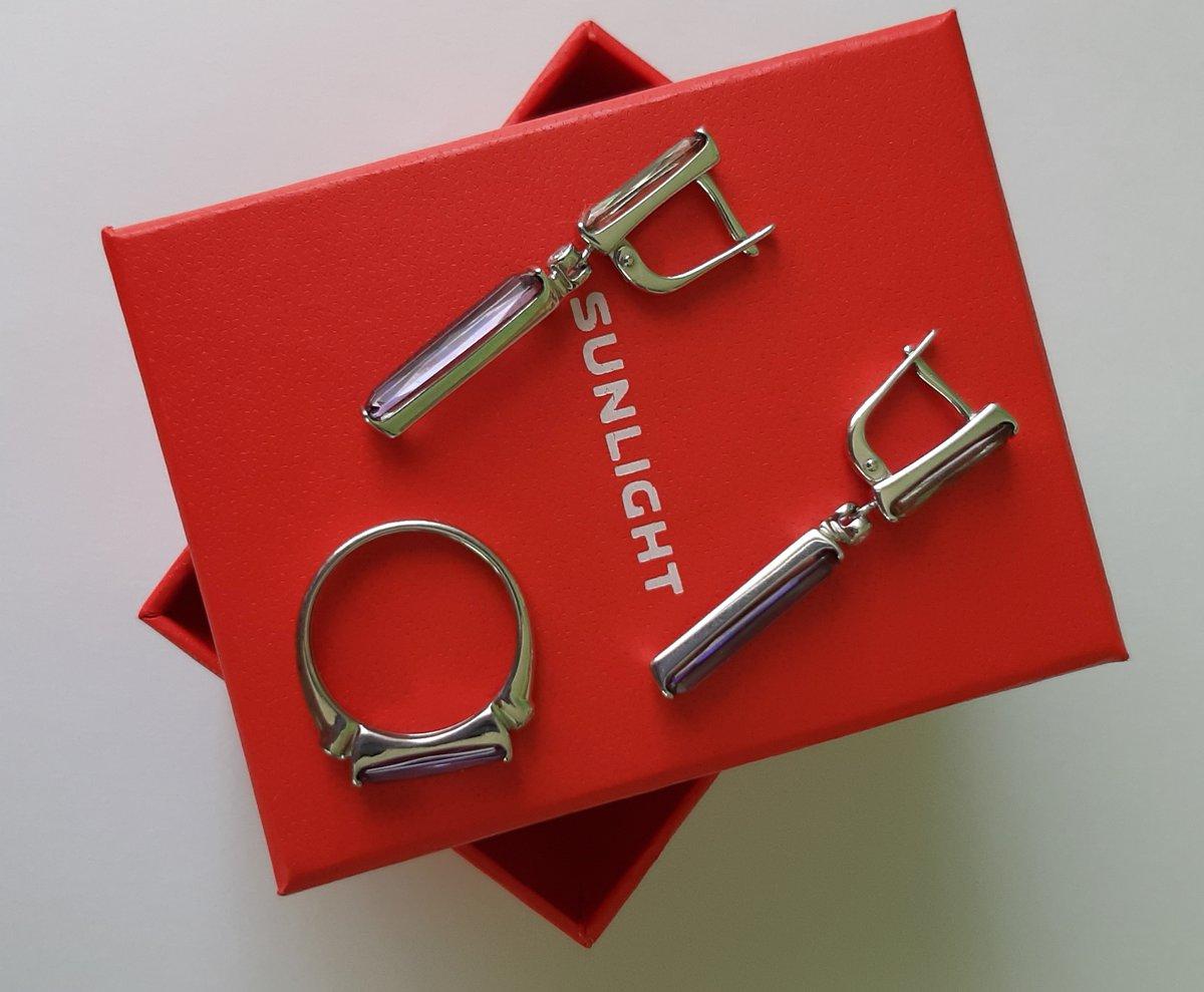 Серебряные серьги с ювелирным стеклом.