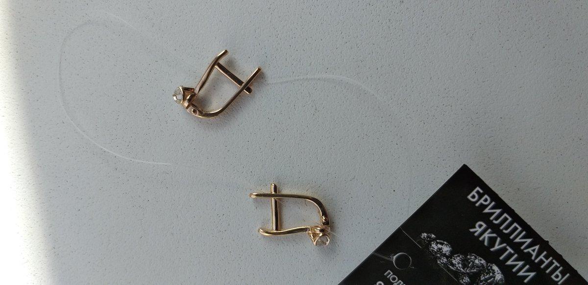Золотые серьги бриллиантами.