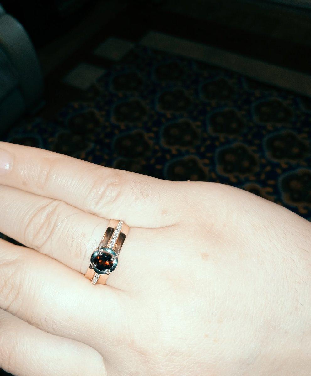 Кольцо с фианитами и гранатом