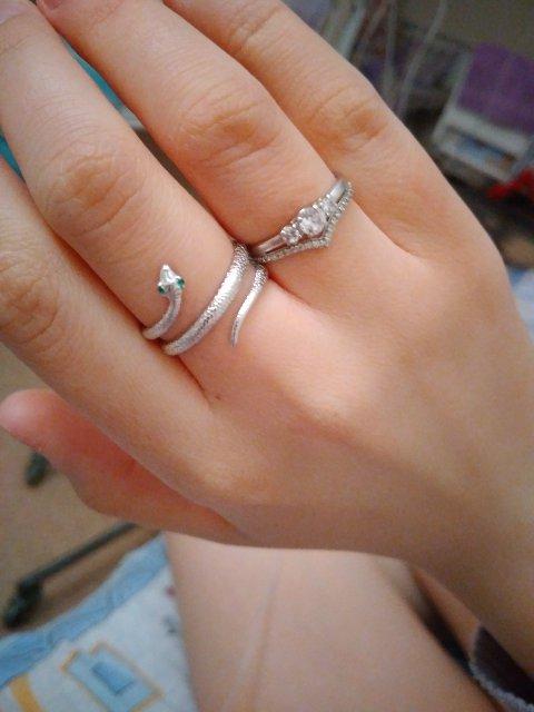 Серебряное кольцо, вставка зеленый фианит 2 шт. (змея)