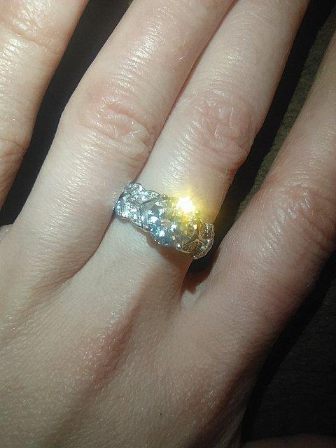Сияет как бриллиант, очень изысканно смотрится