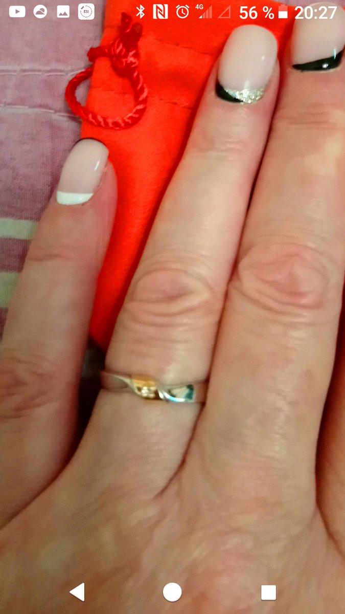 Оригинальное серебряное кольцо со вставкой из золота и бриллиантом.