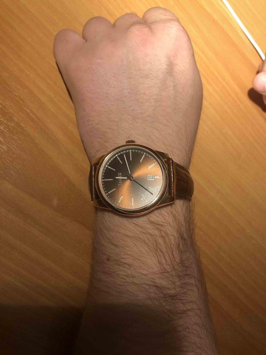 Часы очень крутые, стильно смотряться на руке, муж доволен