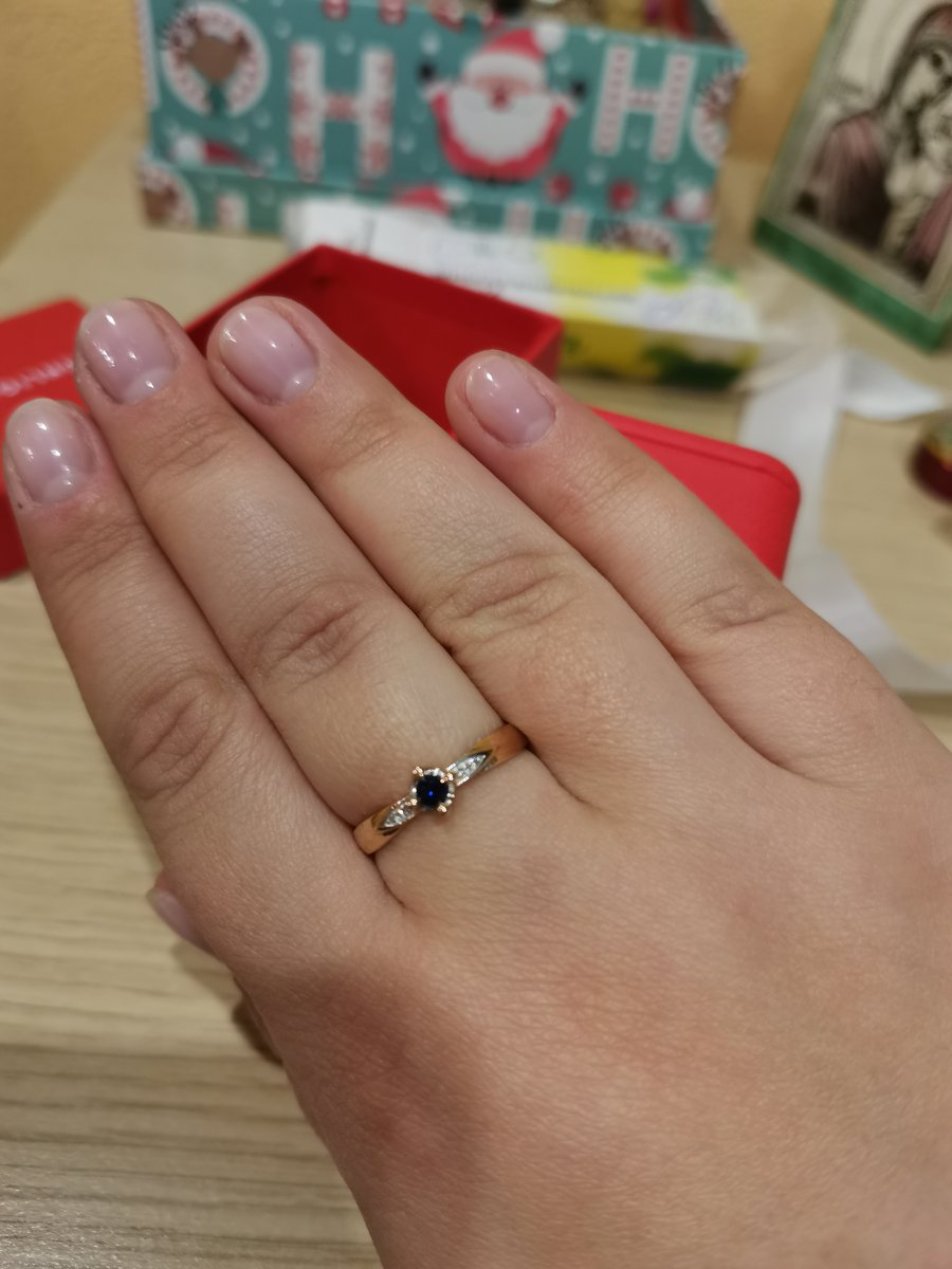 Шикарное кольцо с сапфиром🙂