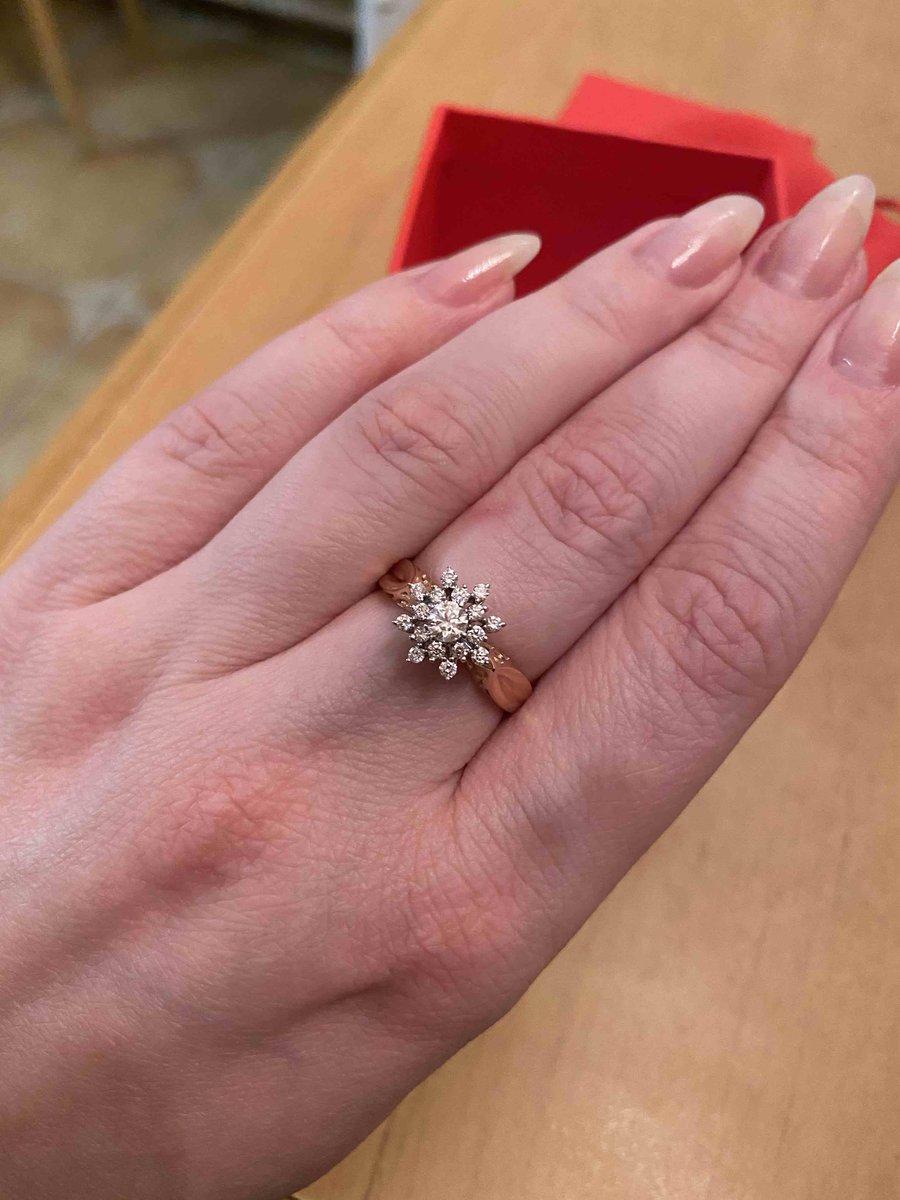 Волшебное кольцо) бриллианты роскошно переливаются) очень рада покупке)