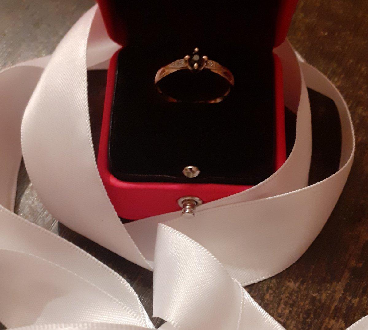 Великолепнейшее кольцо!!! классика,выразительное)  очень довольна покупкой!